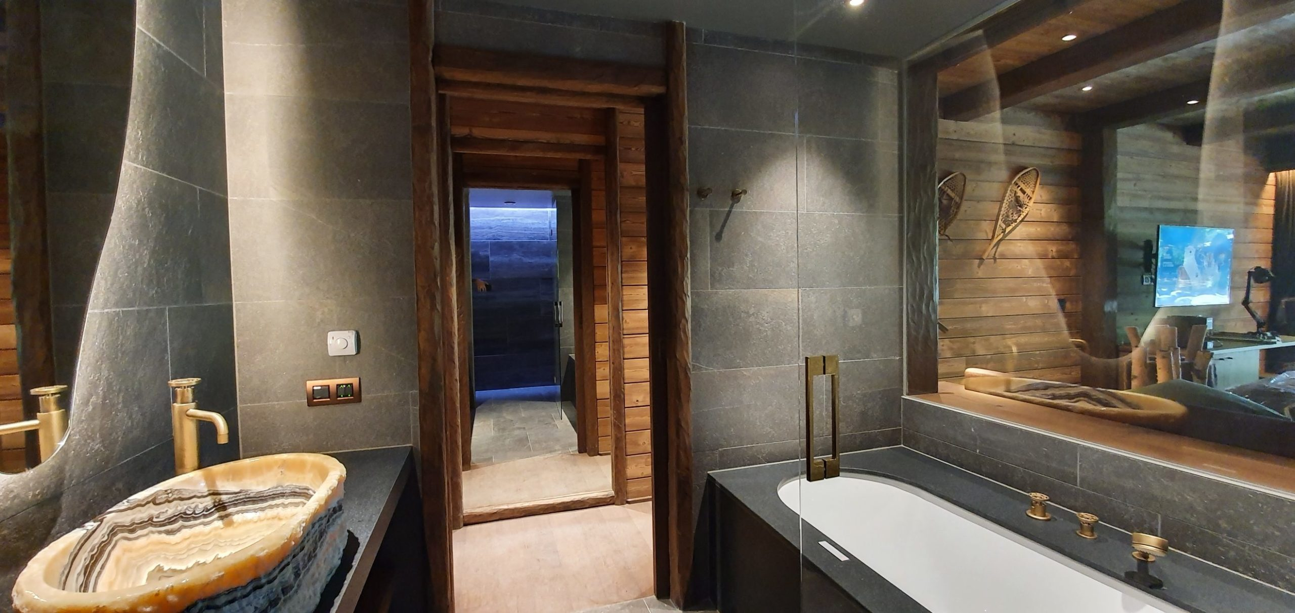 Pairi Daiza Resort Terre du froid chambre tigre architecte d'interieur interior design champels creative hospitality