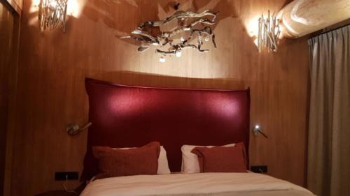 Pairi Daiza Resort Indian Natives lodge